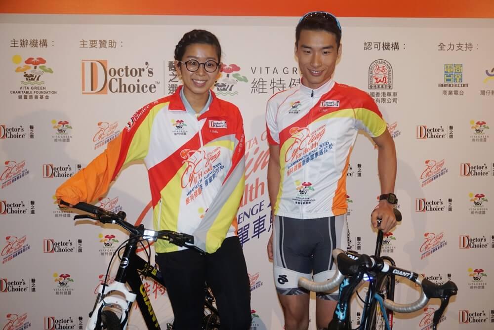 蔡其皓(右)与吴安仪出席慈善单车赛记者会大公报实习记者韩韬摄