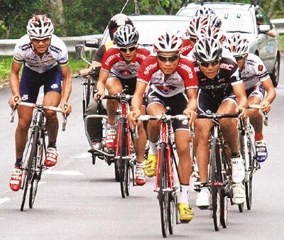 香港的精英單車選手盡出,爭分場面壯觀。 香港文匯報記者潘志南 攝
